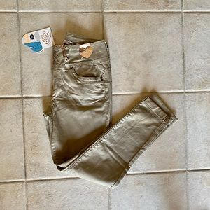 NWT YMI Mid Rise Ankle Jeans 7
